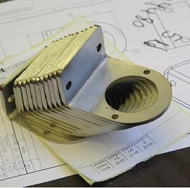 Metalliosa, joka on laserleikattu ja särmätty / Laser cut and bended item